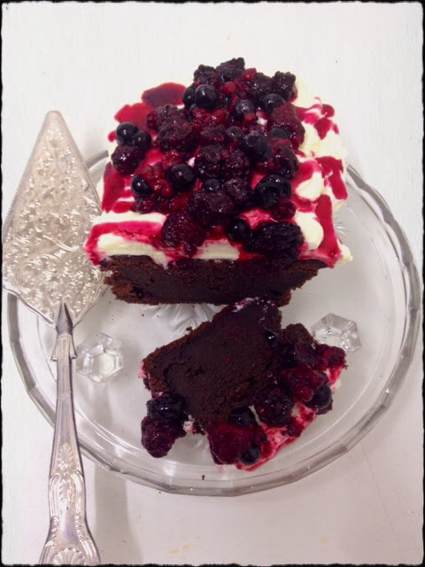 Chequers_home_made_red_velvet_cake